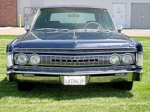 1967 Chrysler Imperial front
